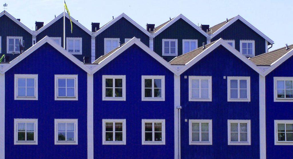 Maisons mitoyennes aux façades bleues
